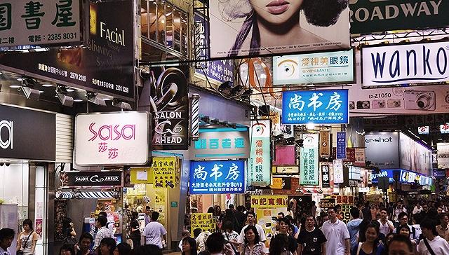 [界面新闻]香港零售业连跌19个月乍暖还寒 莎莎、周大福纷纷转攻本地市场