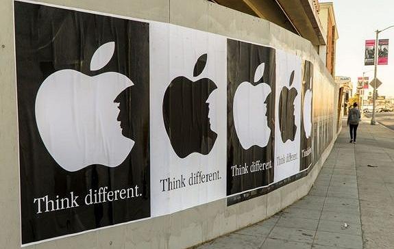 [界面新闻]【爱范儿】特朗普:自己的iPhone,自己造?
