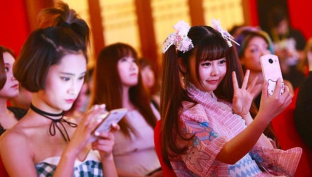 [界面新闻]【图解】2016年中国网红产业规模将达528亿 电商网红82%为女性