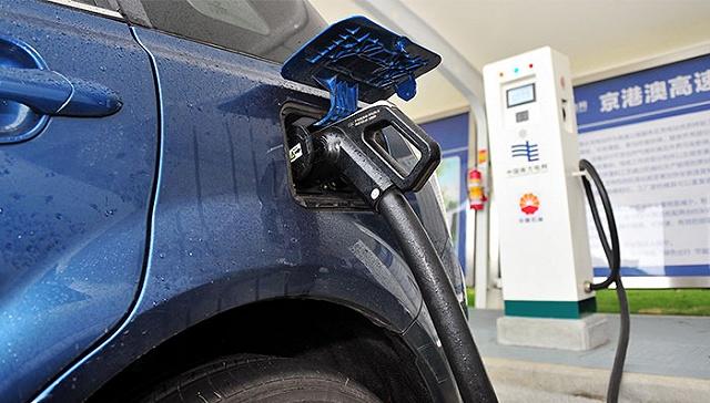 [界面新闻]争夺第六张新能源汽车牌照:严进宽出与产能过剩
