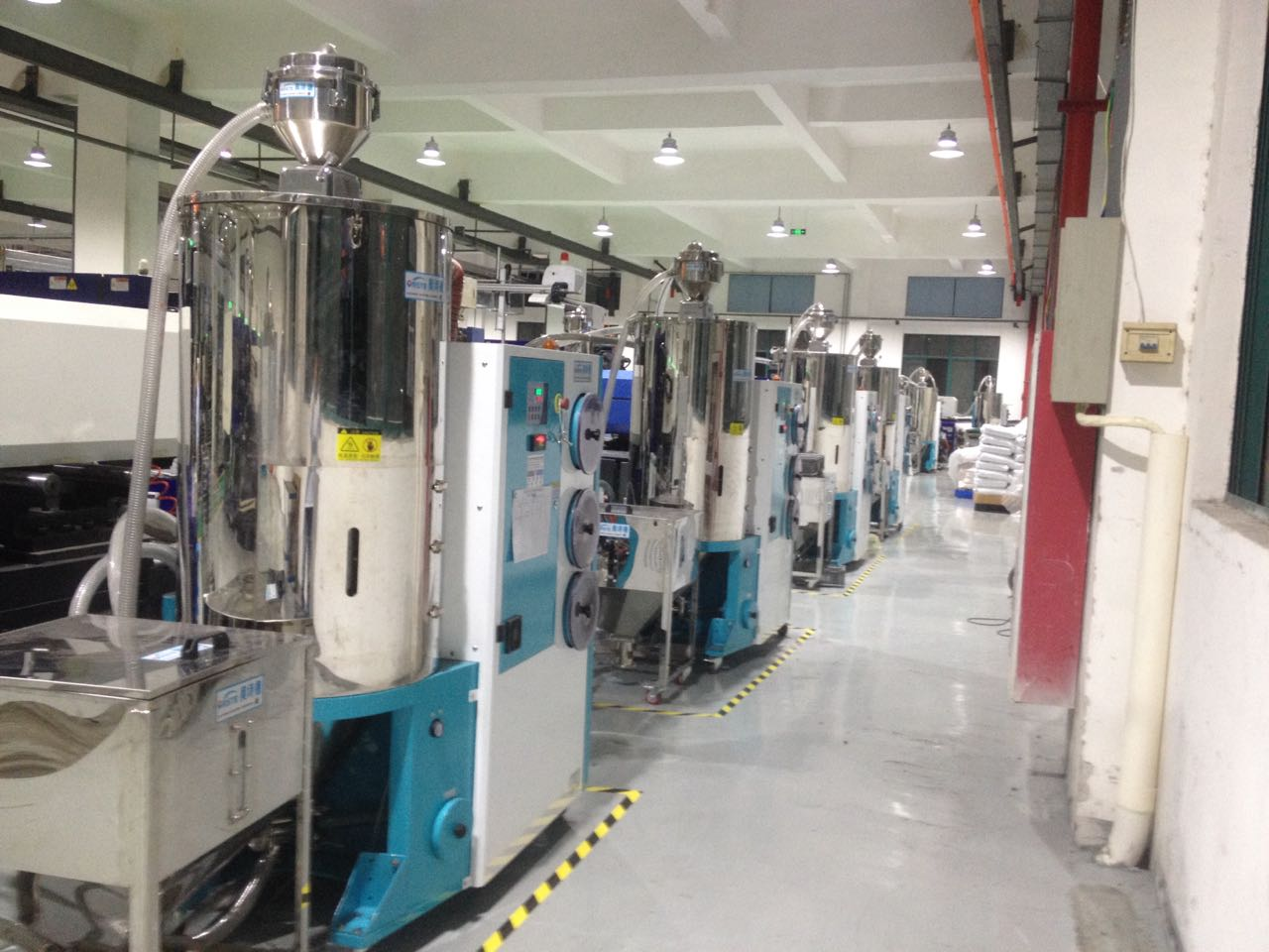 来自伍志方发布的供应信息:专业生产塑胶除湿干燥机、吸料机、模温机、... - 奥诗德